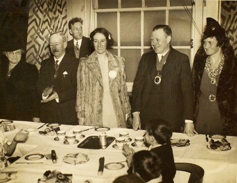 The Mayor of Bermondsey during the Blitz was Albert George Henley (Pictured with chain).    X.png