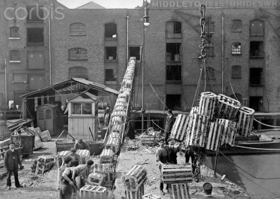 Unloading crates at Butlers Wharf,c 1915..jpg