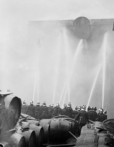 Corbetts Rice Warehouse Fire, Shad Thames.1936..jpg