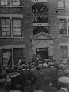 Wolseley Bldgs, Dockhead 1932, Crowd Watches Eviction..jpg