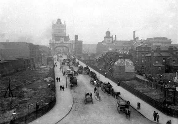 Tower Bridge 1900.jpg