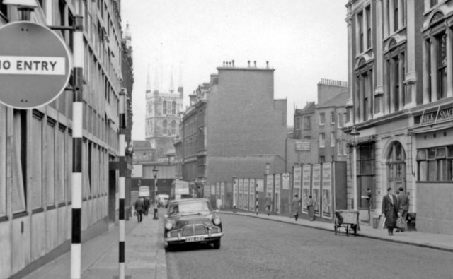 London Bridge Street to Borough High Street 1960.jpg