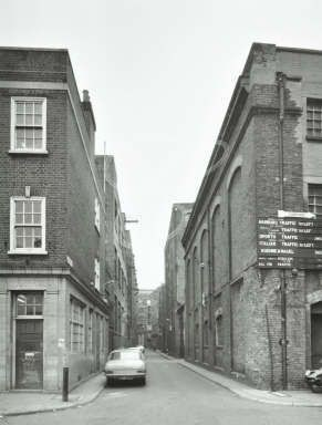 Lafone St looking towards Butlers Wharf.Gainsford St running across left to right.jpg