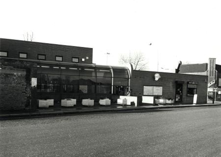 5Surrey Docks Station Lower Road 1986.jpg