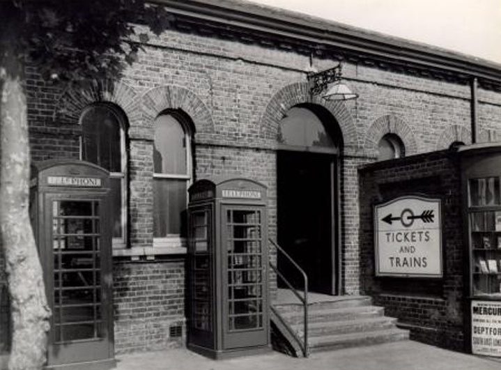6Surrey Docks Station 1955.jpg
