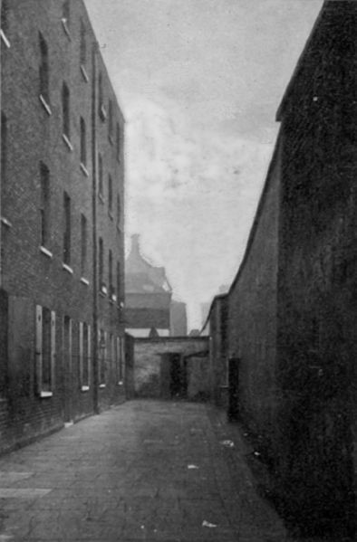 Marshalsea Prison Court Yard in around 1897 at this time the buildings were being let as rooms and shops.jpg