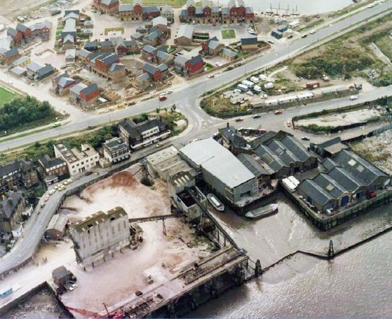 PACIFIC WHARF ROTHERHITHE 1980s.jpg