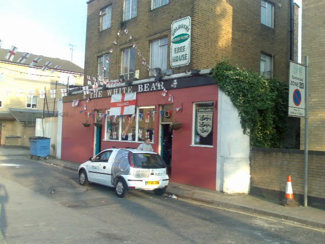 The White Bear, Long Walk, Tower Bridge Road..jpg