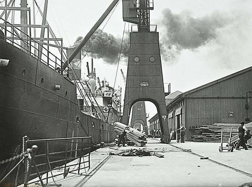 SURREY Commercial Docks 1927.jpg