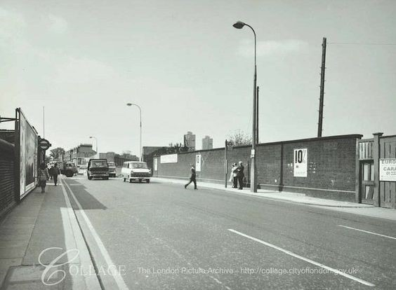Lower Road, Surrey Docks Rotherhithe, in the late 1970's.jpg
