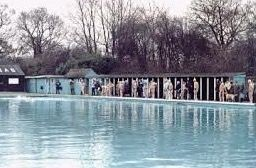 An Old Photo of the Open-Air Lido in Southwark Park.jpg