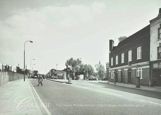 The Lower Road Surrey Docks Rotherhithe late 1970's the pub to the right The Jolly Caulkers.jpg