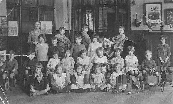 Cobourg Road School photo taken in 1931.jpg