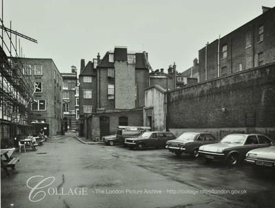 George Inn, George Inn Yard looking to Borough High Street.jpg
