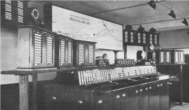 Bricklayers Arms Signal Box Interior c1951.jpg