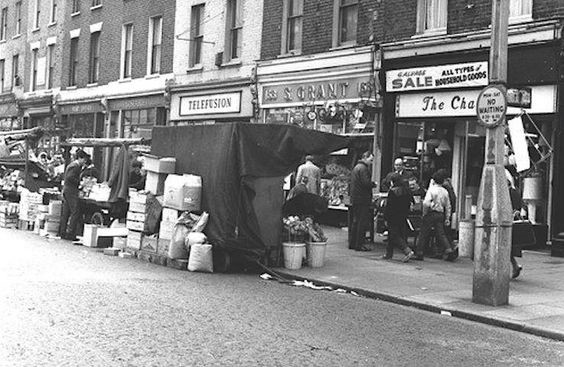 Southwark Park Road The Blue near Queen Vic Pub Bermondsey in early 1976.jpg