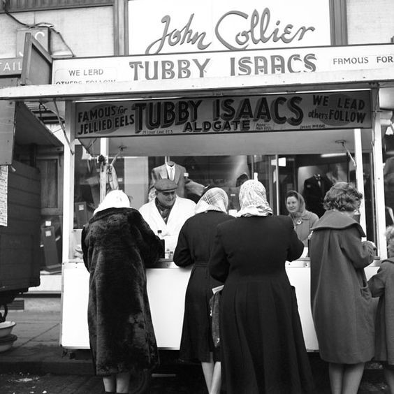 Tubby Isaacs Jellied Eels Stall, Aldgate Roundabout 1950s or 60s..jpg