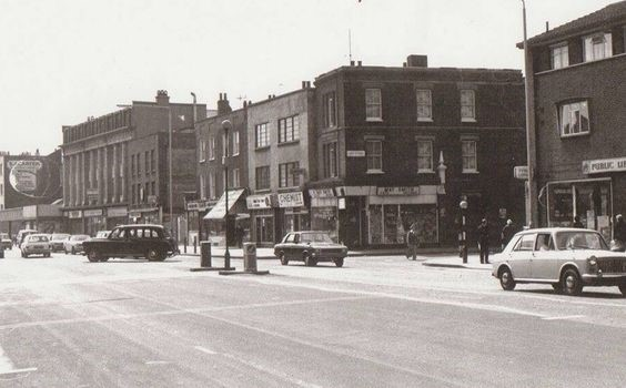 Old Kent Road looking towards May Smiths Record Shop at Junction of East Street and Old Kent.jpg