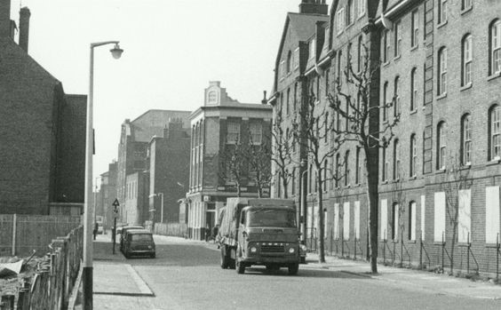 Paradise Street Rotherhithe in 1970's.That looks like the Queens Head Pub  X.jpg