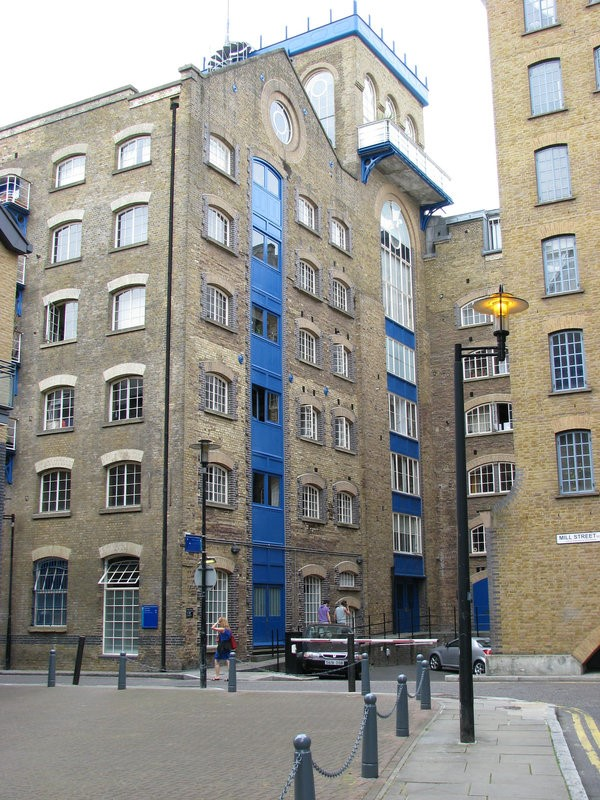Junction of Bermondsey Wall West, SE16 and Mill Street, SE1.jpg