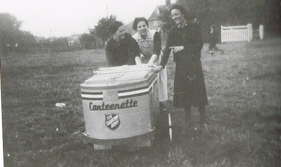 Salvation Army with there Tea Urn down Hopping c 1942..jpg