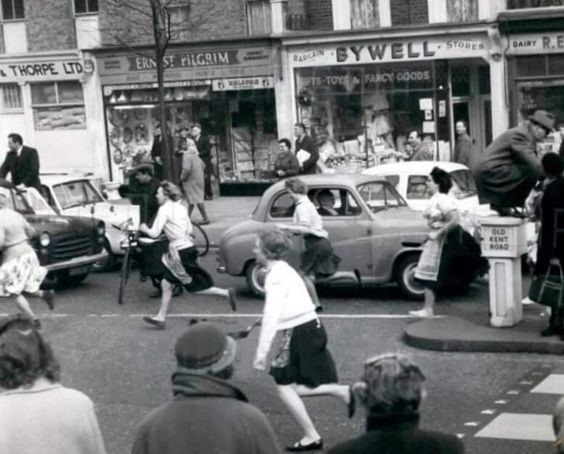 OLD KENT ROAD PANCAKE RACE 1962 X.jpg