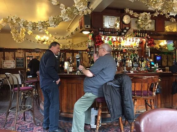 The George Pub in Tower Bridge Road (Bricklayers Arms) on Christmas Eve 2016.jpg