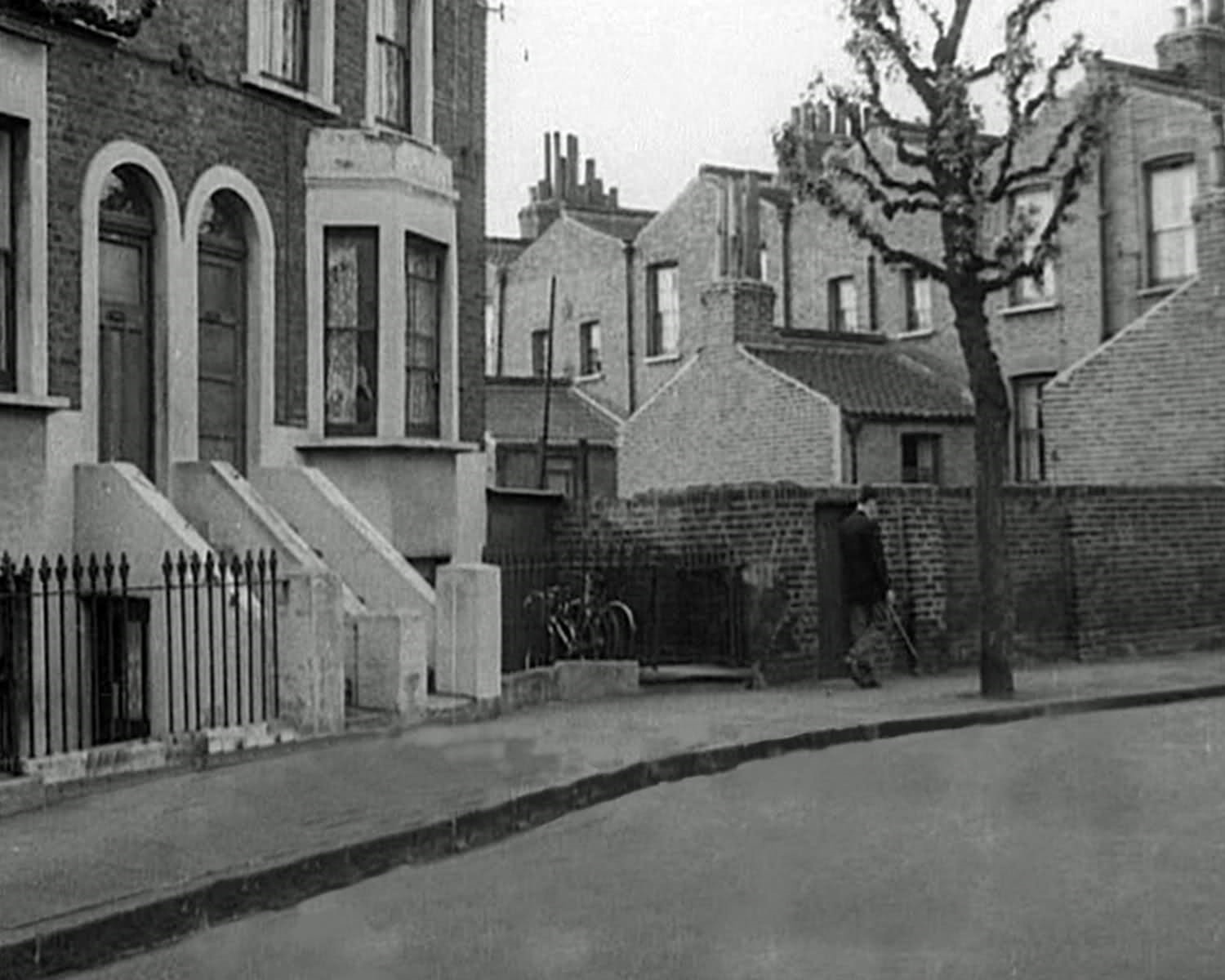 28 & 29 Drappers Road and the backs of houses in Lucey Road,Bermondsey c 1950-60 X.jpg