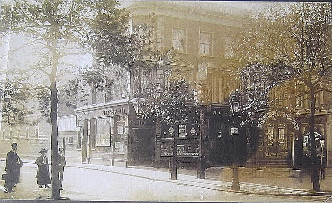 The Prince Consort, 210a New Kent Road - circa 1910.jpg