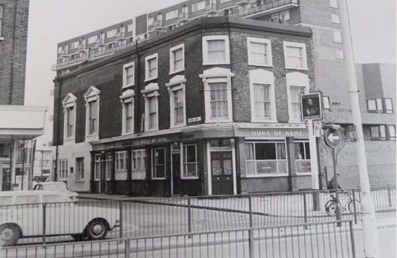 DUKE OF KENT corner OLD KENT ROAD & ROWCROSS STREET, possibly late 1970s. My sister Kathy lived in the buildings behind 1960s.jpg