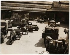 Borough Market,Horse-drawn trailers arriving at borough market in the early 1900s.jpg