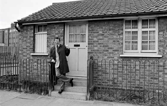 Max Bygraves a visit to Paradise Street 1974 X.jpg