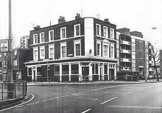 GALLEYWALL ROAD, THE VICTORY PUB CORNER OF ROTHERHITHE NEW ROAD 1970S.jpg