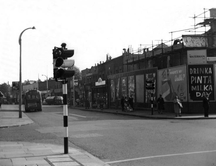 SOUTHWARK PARKROAD,COLLEEN BAWN PUB BEING RE-BUILT c1952..jpg