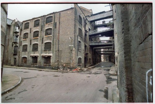 Shad Thames junction Curlew St c 1980. Photo from Paul Matthews..jpg