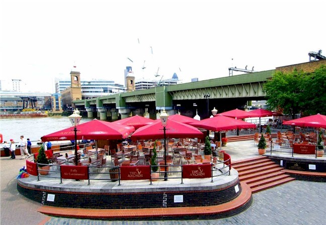 The Anchor seating area beside the Thames, 2017.jpg