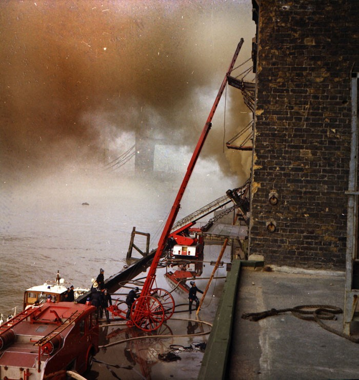 Battle Bridge Lane,Tooley Street fire 1971.jpg