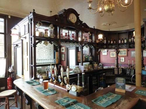 Interior of The Royal Oak Pub,Tabard Street, 2016.jpg