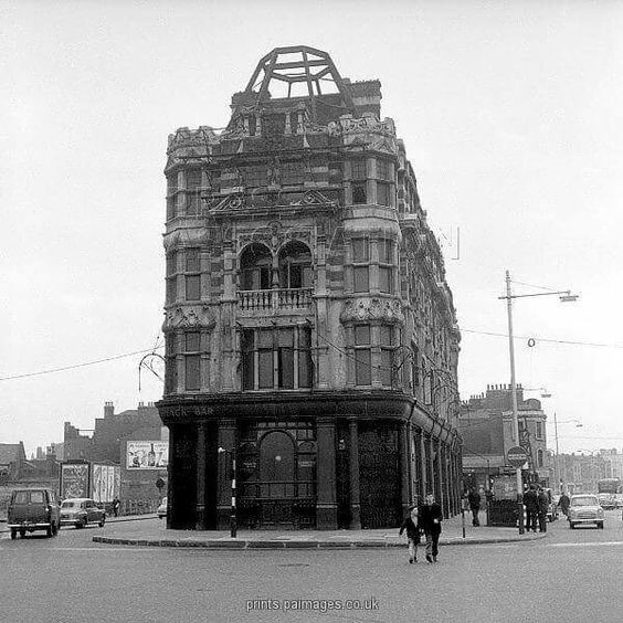 1959 The Elephant and Castle Public House..jpg