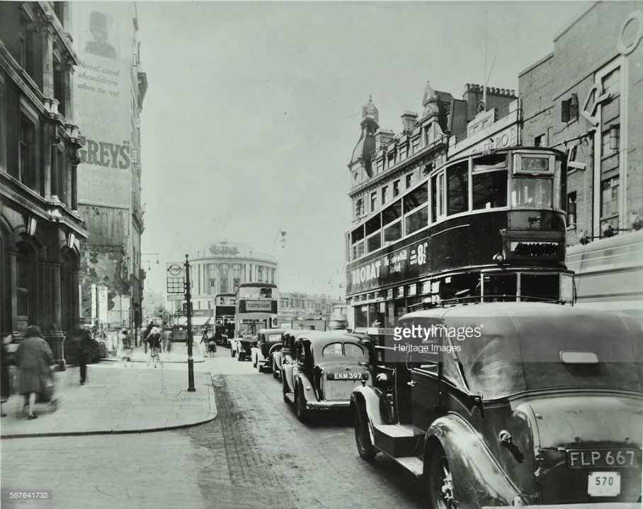 Traffic on the New Kent Road, Elephant & Castle, 1947. Trocadero pictures right..jpg