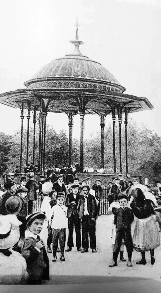 The Bandstand in Southwark Park in 1910.jpg