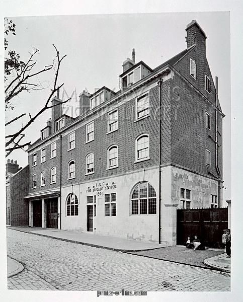 Pageants Wharf fire station still stands at 241 Rotherhithe Street.jpg