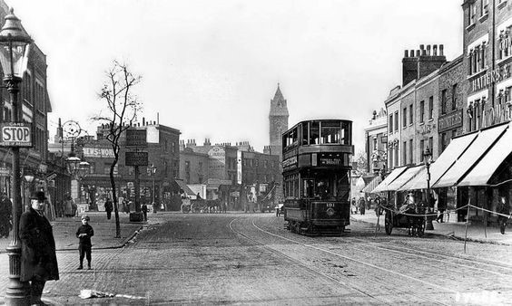 c. 1910 Tram,Old Kent Rd,Kentish Rovers Pub on left..jpg