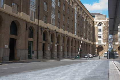 Battle Bridge Lane, SE1 with Hays Wharf, now Galleria in the background 2017.jpg