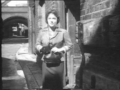 Film Pool of London 1951 Horsleydown end of Shad Thames, with Tower Bridge in the background.jpg