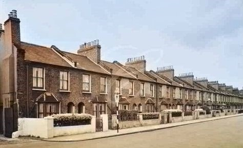 Villa Street, Albany Road, 1907. Demolished to build the Aylesbury Estate..jpg