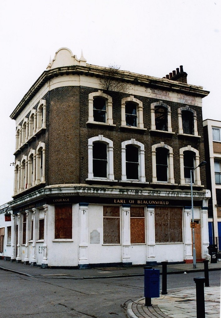 The Earl of Beaconsfield, Rotherhithe, 30 Alpine Road, Rotherhithe, now demolished 2007.jpg