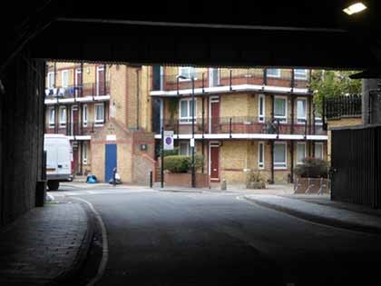 Film Defence of the Realm 1985 White Grounds, Bermondsey, same place 2017.jpg