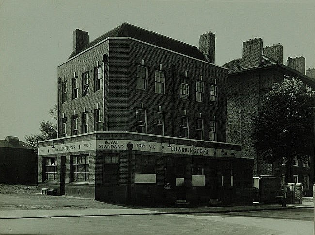 Royal Standard, 20 Harper road, in 1942.jpg