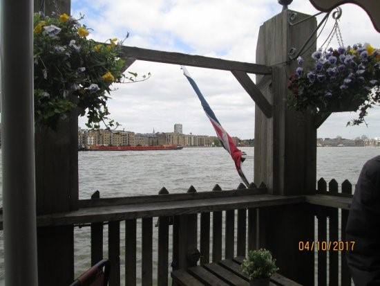 THE MAYFLOWER, A VIEW OF THE THAMES. REMEMBER SOME NICE TIMES SITTING OUT THERE, 1960s & 70s..jpg
